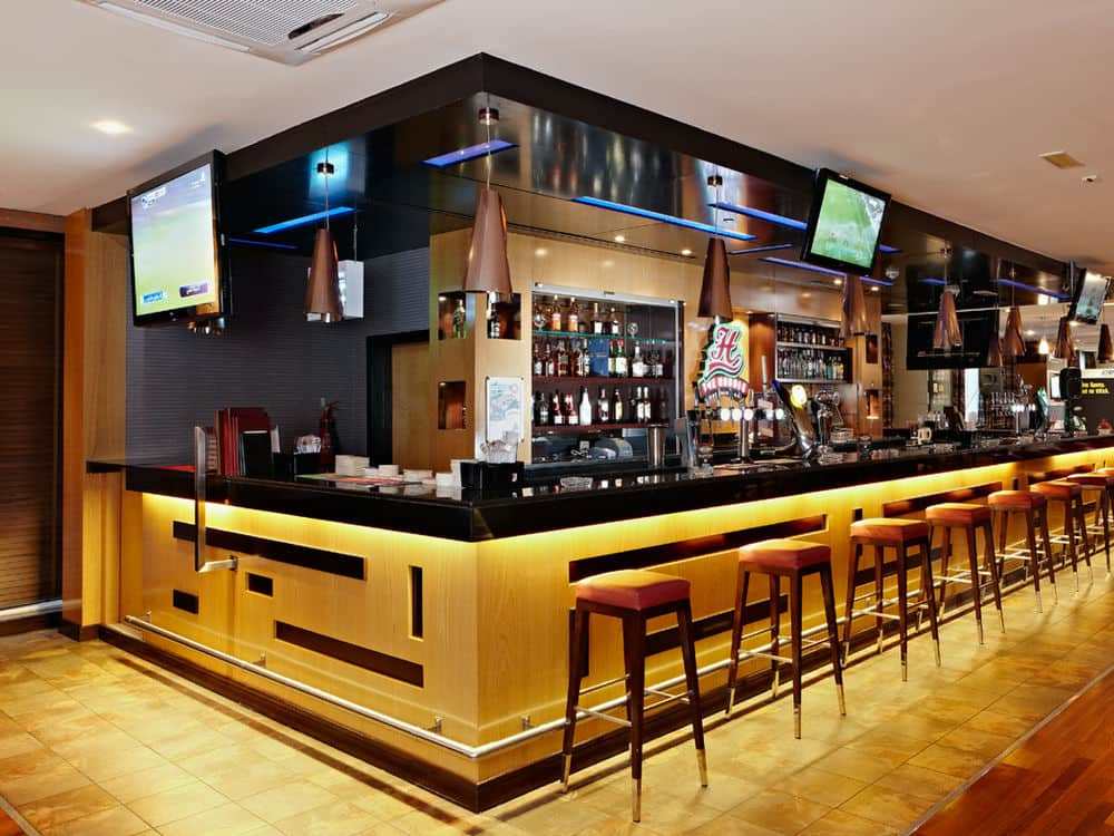 The Huddle Sports Bar - godesto.com